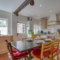 Exclusive Holiday Home in Canterbury Kent with Garden, hotel in Canterbury