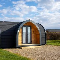 Camping Pods, Dovercourt Holiday Park, hotel in Harwich