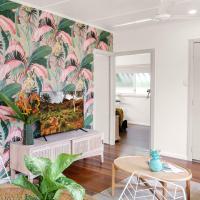 Tropicana Bungalow - Retro Dog friendly Getaway, hotel em Cairns North