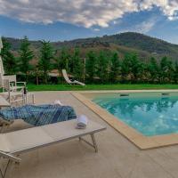 Esclusivo Casale tra Lucca e Versilia, piscina e giardino privato, hotell i Monsagrati
