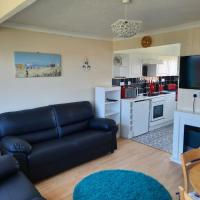Light, Airy Chalet at California Great Yarmouth - 5 min walk to Beach, near the Norfolk Broads