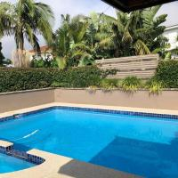 North Curly duplex with pool n walk to the beach, hotel in Curl Curl