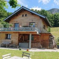 Chalet au calme proche randonnées et lac, отель в городе Аверно