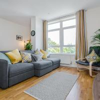 Home from Home contractor apartment, towels included - Pure Abodes serviced accommodation