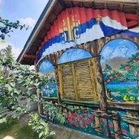 Mali raj sa kulom na sedamnest vetrova, hotel u gradu Kruševac