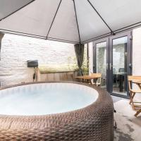 Luxury Hot Tub Apartment + 3 Double Bedrooms and Pool Table