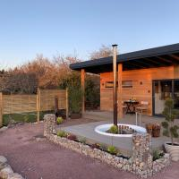 Peaceful Bothy retreat with wood fired hot tub, hotel in Nairn