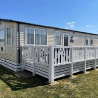 Family Holiday Park on Pevensey Bay Beach 3 Bedrooms 2 W C Sleeps 6