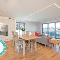 Luxury Balcony Apartment in St Andrews with Parking
