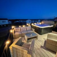 Eagles View - luxury hot tub lodge with free golf for guests