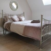 Luxury Central Windsor Apartment with secure parking & lift