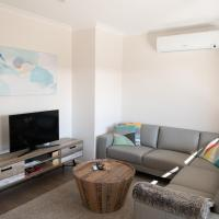 Tranquil Tree Views 2 Bedroom 2 Bathroom Apartment, hotel in Perth