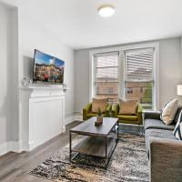 3BR on Bustling street,easy walk to Shops & Dining, hotel in Lincoln Park, Chicago
