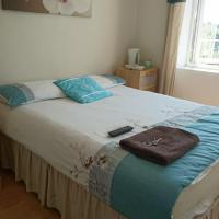 Room in Guest room - En suite shower room Double room with 1 double deyr