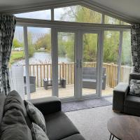 2 Bed Beautiful and Tranquil Lakeside Lodge