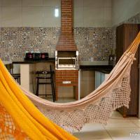 Casa com 2 Quartos e Varanda Gourmet, hotel in Trindade