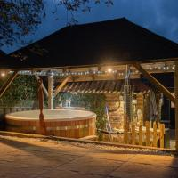 East Cottage * Wood Burning Hot Tub * Garden