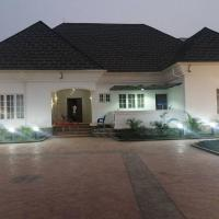 FOUR BEES HOTELS LIMITED, hotel in Jos