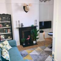 4 Double Beds City House, Virgin Tv WIFI Free Parking