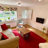 Henley Regatta 3 Bedroom house - parking + garden