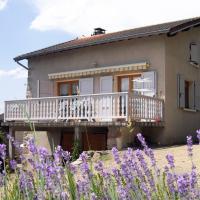 Gîte La Tuilière, 4 pièces, 8 personnes - FR-1-496-115, hotel in Saint-Priest-la-Prugne