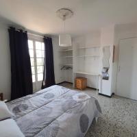 Chambre double avec balcon proche de Perpignan, hotel near Perpignan - Rivesaltes Airport - PGF, Rivesaltes