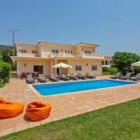 Cabeco de Camara Villa Sleeps 12 with Pool Air Con and WiFi