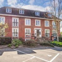3 bed penthouse- 5 min drive to Kew gardens -free parking