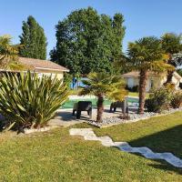 Villa avec Piscine, BBQ, Badminton, hotel in Parentis-en-Born