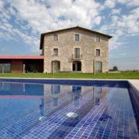 Villa in Vic Sleeps 22 with Pool