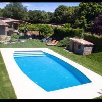 Sant Julia de Vilatorta Villa Sleeps 9 with Pool and Air Con, hotel en Sant Juliá de Vilatorta