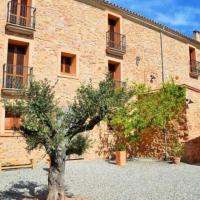 Villa in Capellades Sleeps 15 with Pool, hotel em Capellades