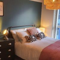 The Glassworks - Cosy 2 Bed 2 Bath Apartment