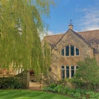Rose Barn Cotswolds with Hot Tub, hotel in Langford