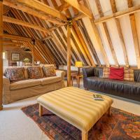 Large luxury loft within historic country estate - Belchamp Hall Hayloft