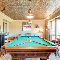 Cozy Retreat - pool table and gas fireplace!, hotel in Picton