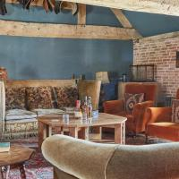 Plum Guide - The Riding House, hotel in Wimborne Saint Giles