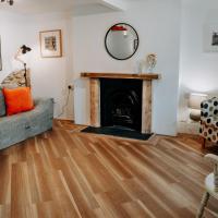 Hamilton Lodge - Cottage sleeps 8, hotel in Fishguard
