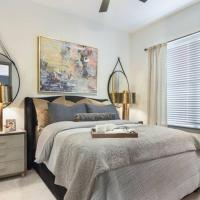 Luxe 2bd/2ba Homestay w/Free Parking and Pool, hotel in Sandy Springs