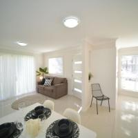 Craig's Place, 2br Short Term Accommodation - Western Sydney Area, hotel em Colyton