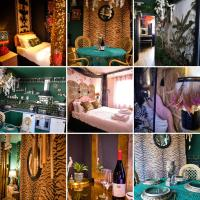 """Artists Escape - 1 minute walk to the beach """"The Emerald Suite"""" A proper Margate experience - Eclectic, immersive, staycation paradise in a central town centre location opposite the main sands beach"""