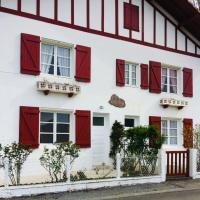 Maison Elizaldia pour les vacances au Pays Basque, hotel in Macaye