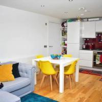 Modern 2 Bedroom Top Floor Flat in Edinburgh