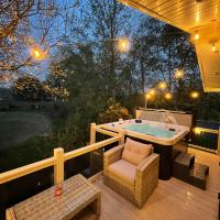 Torrey Pines - luxury hot tub lodge with free golf for guests
