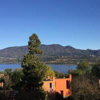 Lake View Garden Loft, hotel a Lomnago