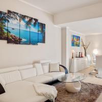 Luni Mare Bright Terrace Flat with Parking, hotell i Marinella di Sarzana