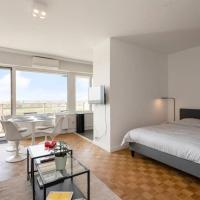 New-York style studio (free PARKING/free NETFLIX & sunny terrace), hotel in Antwerp