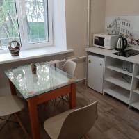 Квартира на Пряженникова 61, hotel in Glazov