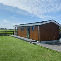 Chalet between meadows, near beach and Amsterdam, hotel in Hillegom