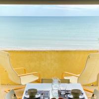 appartamento con terrazzo fronte mare, hotell i Marina di Montemarciano